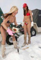 girls-ice-fishing-A