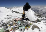 mount_everest_trash_clean_up_060311
